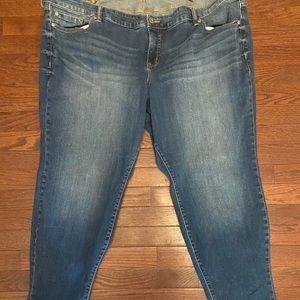 Woman's Torrid Plus Size Denim Capri Jeans 26